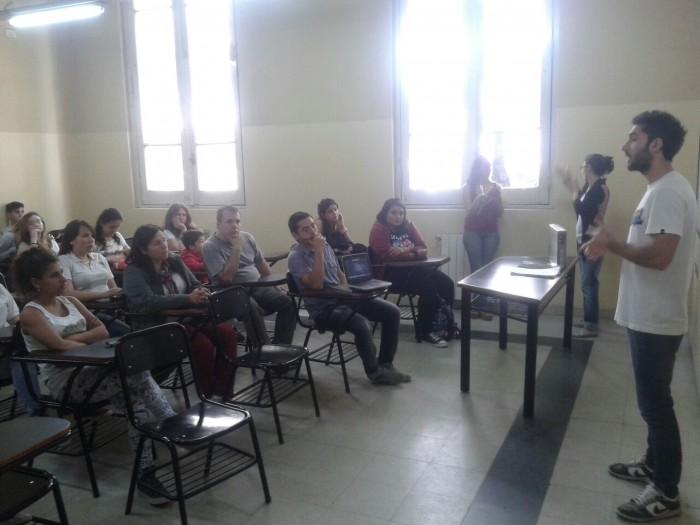 Encuentro con ONG de hipoacúsicos junto con visitantes de Zárate