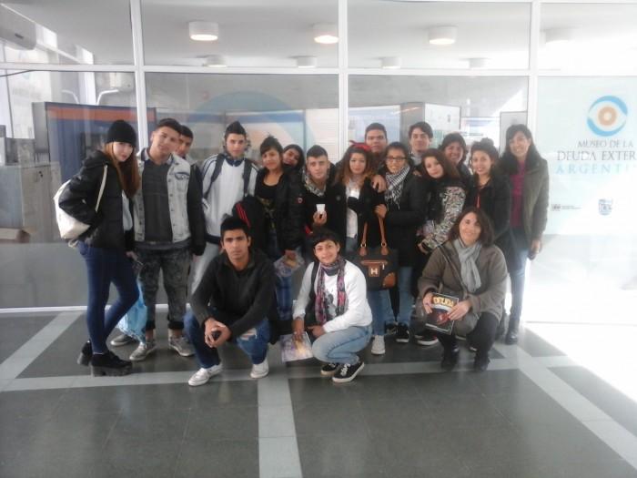 Alumnos De Jos C Paz Visitaron El Museo Museo De La Deuda